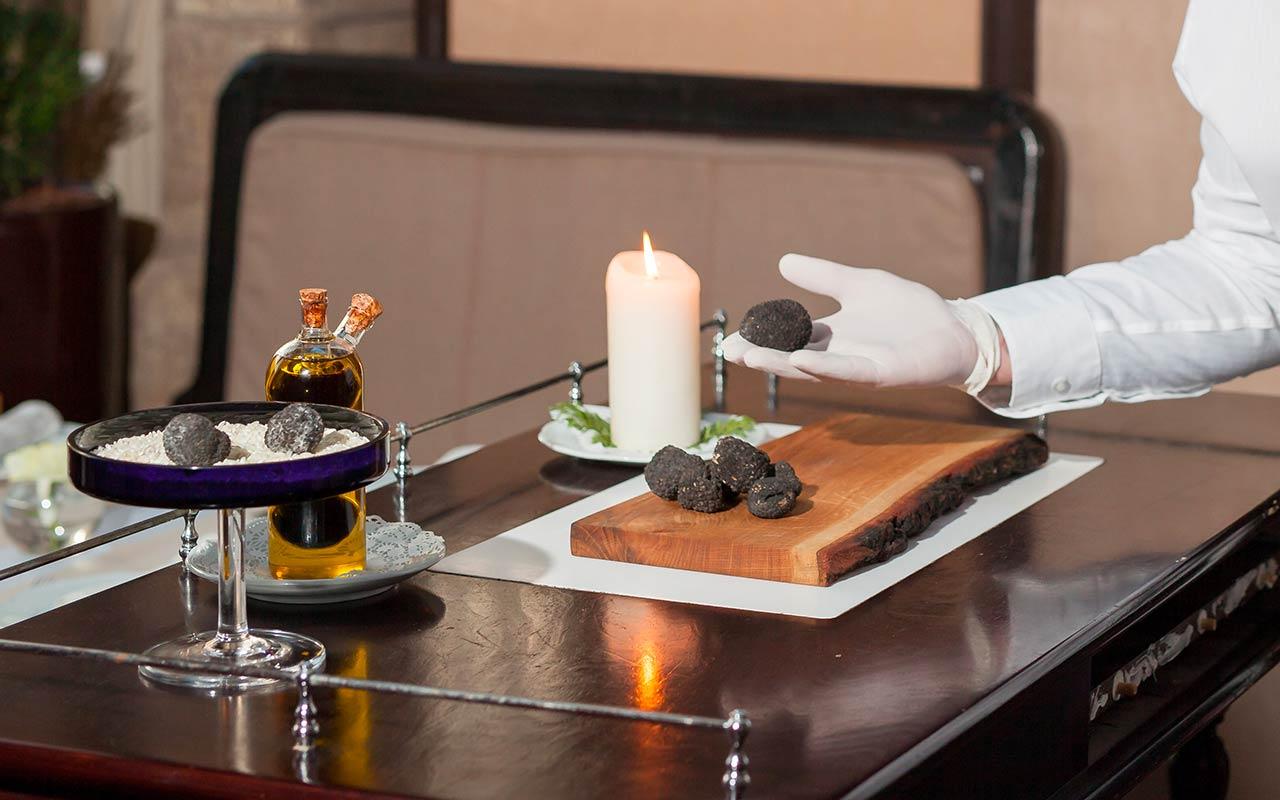 Quanto costa una cena a base di tartufo? Bianco e nero a confronto